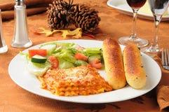 Lasagna на обеденном столе благодарения Стоковые Фотографии RF