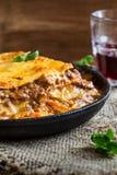 Παραδοσιακό ιταλικό lasagna που μαγειρεύεται σε ένα τηγανίζοντας τηγάνι Στοκ εικόνα με δικαίωμα ελεύθερης χρήσης