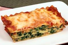 Lasagna cocido al horno del italiano apenas Imagen de archivo