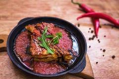 Lasagna's bolognese in een hete pan Stock Afbeeldingen