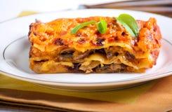 Lasagne al forno del fungo immagine stock