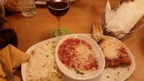 Lasagne al forno del pollo della pasta del vino dell'alimento squisite Fotografia Stock