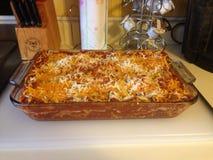 Lasagne al forno delizioso kitsch per la cena, yum! immagini stock