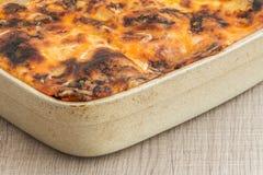 Lasagne al forno domestiche con il formaggio della griglia Fotografie Stock Libere da Diritti