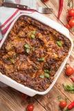 Lasagne al forno fresche con i peperoncini rossi dei pomodori Fotografia Stock