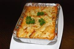 Lasagne al forno nella stagnola fotografia stock libera da diritti