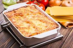 Lasagne al forno saporite calde Fotografie Stock