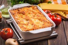 Lasagne al forno saporite calde Fotografia Stock