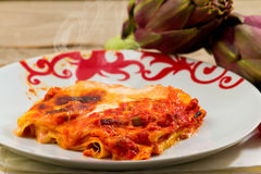 Lasagne avec des artichauts photos libres de droits