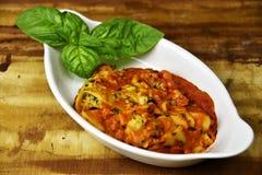Lasagne avec le basilic frais Photos libres de droits
