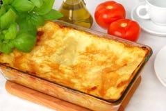 Lasagne frais cuit au four images stock