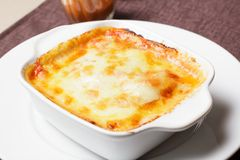 Lasagne italien traditionnel avec des l?gumes image libre de droits