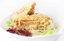 Lasagne mit gelbem Soßen- und Parmesankäseparmesankäse Stockfotos