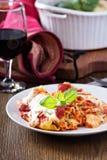 Lasagne rullar med tomatsås royaltyfria bilder