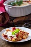 Lasagne rullar med tomatsås royaltyfria foton