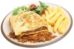 Lasagne und Chips Lizenzfreies Stockfoto
