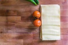 Lasagneark, tomater och peperoni Arkivfoton