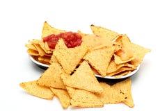 Lasca nachos da tortilha com molhos Imagem de Stock