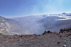 Lascar vulkankrater med fumaroles Royaltyfria Foton