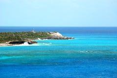 Lasciando l'isola dei Caraibi privata appena all'alta marea Immagini Stock Libere da Diritti