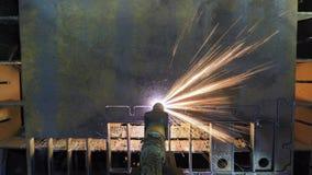 Laser-Ausschnitt mit Funken schließen herauf timelapse stock video