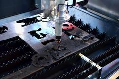 Laser CCN coupant la machine d'industrie de m?tal ouvr? dans l'usine photos libres de droits