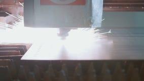 Laser, corte automático do metal na produção video estoque