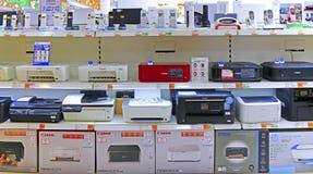Laser de magasin de l'électronique et imprimantes à jet d'encre à vendre photographie stock libre de droits