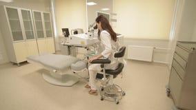 Laser a eccimeri e medico oftalmici stock footage