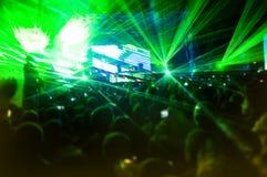 Laser-Erscheinen am Konzert stockbild