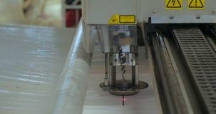 Laser especial que corta la tela metrajes