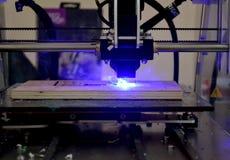 Laser-gravyr på den wood närbilden royaltyfri foto