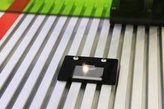 Laser-gravyr på stål fotografering för bildbyråer