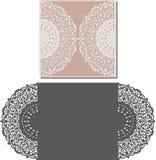 Laser klippte kuvertmallen för inbjudanbröllopkort Royaltyfria Foton