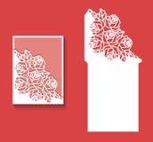 Laser klippte kuvertmallen för inbjudanbröllopkort Det pappers- hälsningkortet med snör åt gränsen Arkivbilder