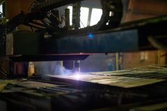 Laser om metaal te snijden stock foto's