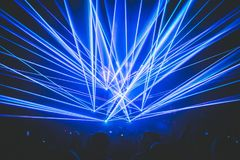 Laser på en översvallande beröm, parti, klubba arkivfoton