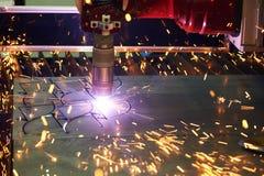 Laser of plasma scherpe technologie van vlak bladmetaal royalty-vrije stock foto