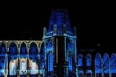 Laser-projektion på fasaden av slotten på festivalcirkel av ljus Arkivfoto