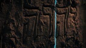 Laser que faz a varredura da cinzeladura hebreia antiga da parede vídeos de arquivo