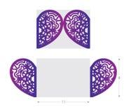 Laser schnitt Hochzeitskarte, Blumenverzierung in der Herzform Lizenzfreie Stockfotos