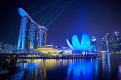 Laser-show av Singapore Marina Bay Sand och trädgård vid fjärden Fotografering för Bildbyråer