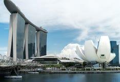 Laser-show av Singapore Marina Bay Sand och trädgård vid fjärden royaltyfri foto