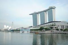 Laser-show av Singapore Marina Bay Sand och trädgård vid fjärden Arkivfoton
