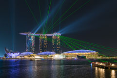 Laser-show från Marina Bay Sands under nattetid, Singapore Royaltyfria Foton