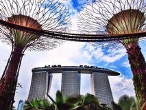Laser-Show von Singapur Marina Bay Sand und Garten durch die Bucht Stockfoto