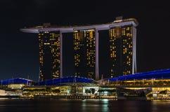 Laser-Show von Singapur Marina Bay Sand und Garten durch die Bucht Lizenzfreie Stockbilder