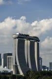 Laser-Show von Singapur Marina Bay Sand und Garten durch die Bucht stockbild