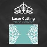 Laser-snittkort Mall för laser-klipp Utklippillustration med kronagarnering Stansat gifta sig inbjudankortet Royaltyfria Bilder