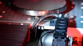 Laser som bearbetar microelectronic utrustning i arbete i laboratoriumet stock video